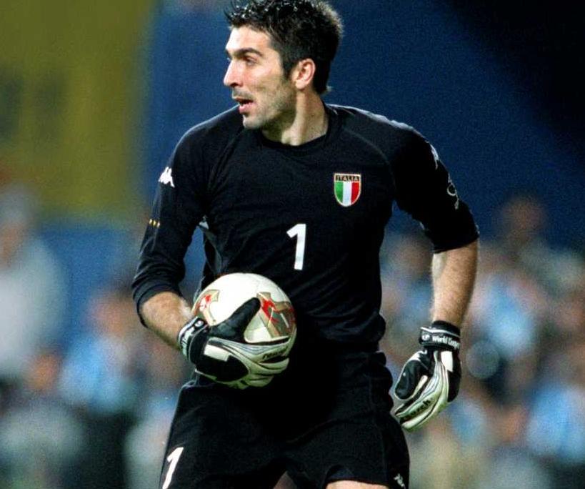 Top 7 Shirtless Italian Soccer Players (1/6)