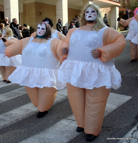 Inflatable couples at carnevale
