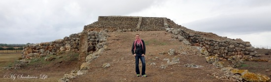 Jennifer Avventura My Sardinian Life Monte d'Accoddi